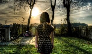 garden-girl-person-3784-828x550